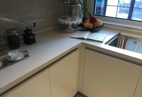 大理石和不锈钢的厨房台面哪种材质好? 厨房台面如何进行清洁保养