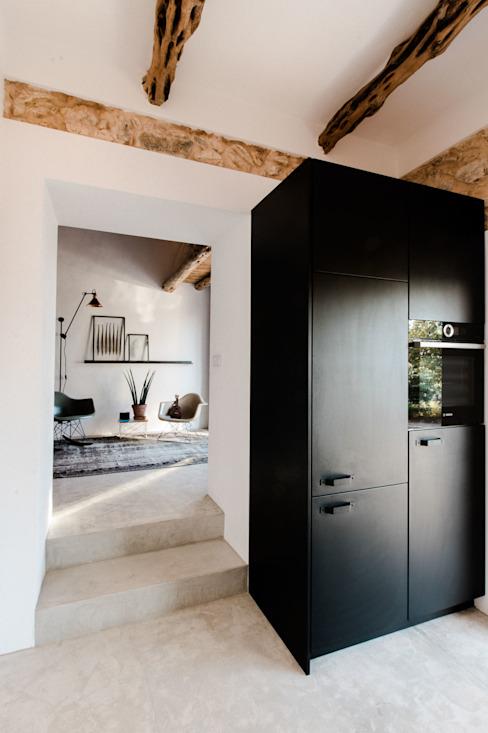 黑色室内门:新的设计趋势