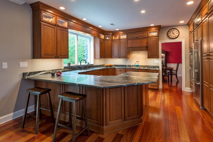 这个漂亮的花岗岩台面厨房出自一个设计师的瞬即的灵感!