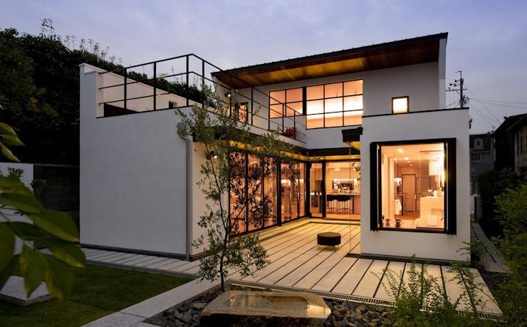 櫻山建筑設計事務設計的充滿天才想法的家,融入自然的名古屋別墅