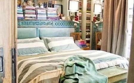 一个不用花太多钱就能把你现有的房间收拾干净的好方法就是更换床头板