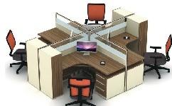 充分利用办公空间,十字形办公桌的安装过程