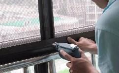 平開窗如何裝紗窗